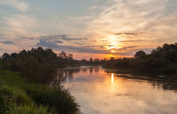 Foggy sunrise on the river Royalty Free Stock Photos