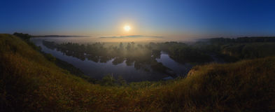 Foggy sunrise on river Royalty Free Stock Images