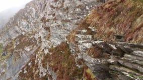 Fogher falezy przy Atlantyckim oceanem na Irlandzkim zachodnim wybrzeżu zdjęcie wideo