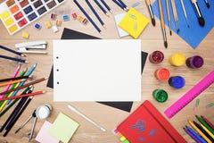 Fogli bianchi e strumenti di disegno Fotografia Stock
