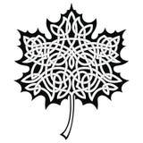 Foglia di acero con l'ornamento celtico royalty illustrazione gratis