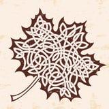 Foglia di acero con l'ornamento celtico illustrazione di stock