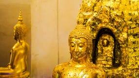 Foglia di oro Buddha al supporto dorato Bangkok Fotografie Stock