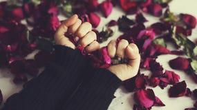 Foglie del fiore di frustrazione di tristezza del cuore rotto Fotografie Stock