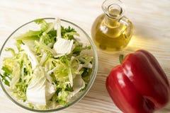 Foglie dell'insalata con paprica ed olio Fotografie Stock Libere da Diritti