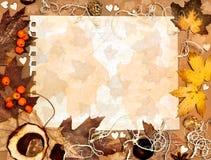 Foglie di autunno su carta strutturata Fotografia Stock Libera da Diritti