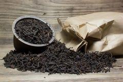 Foglie di tè asciutte per tè nero Immagini Stock