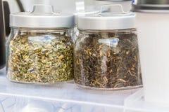 Foglie di tè e fiori secchi Immagini Stock