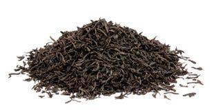 Foglie di tè nere asciutte isolate Fotografia Stock