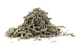Foglie di tè verdi su bianco Immagini Stock