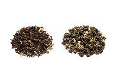 Foglie il nero e tè verde Immagini Stock Libere da Diritti