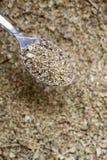 Foglie secche dell'origano in un cucchiaio Immagine Stock Libera da Diritti