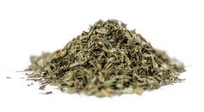 Foglie secche di stevia su bianco Fotografia Stock Libera da Diritti