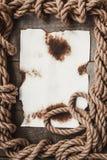 Foglio di carta invecchiato e la corda Immagine Stock