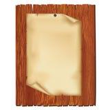 Foglio di vecchia carta sulla scheda di legno Immagine Stock