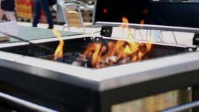 Fogo ardente e carvões brilhantes video estoque