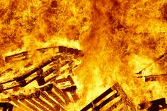 Fogo ardente, fogueira em um vulcão do fogo, ignição da chama aviso fotos de stock royalty free