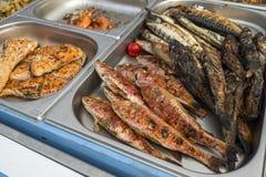 Fogo cozinhado peixes imagem de stock royalty free