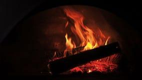 Fogo da fornalha Videoclip de lenha ardente na chaminé Queimadura da lenha no forno 30fps HD completo filme