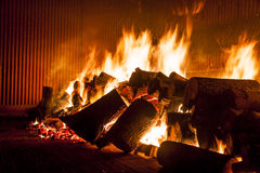 Fogo da madeira no fogão industrial Imagem de Stock Royalty Free