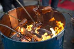 Fogo da salsicha no tambor roasted fotos de stock royalty free