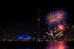 Fogo de artifício bonito com torre Canadá da NC foto de stock