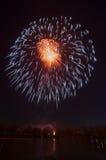 Fogo de artifício bonito em honra da Moscou Victory Day Parade Imagens de Stock Royalty Free