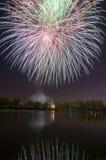 Fogo de artifício bonito em honra da Moscou Victory Day Parade Fotografia de Stock