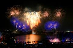 Fogo-de-artifício bonito em Tailândia Fotografia de Stock