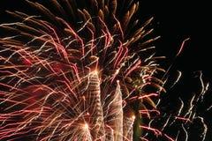 Fogo de artifício colorido na noite foto de stock