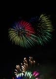 Fogo de artifício colorido sobre a água de Colônia Foto de Stock