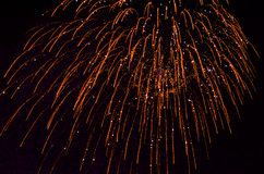 Fogo de artifício da noite no céu imagens de stock