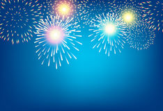 Fogo de artifício dourado no fundo azul para o conceito da celebração Imagens de Stock Royalty Free