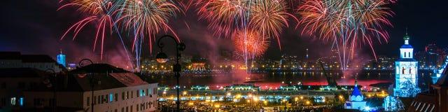 Fogo de artifício em Kazan durante Victory Day o 9 de maio em Rússia Fotos de Stock