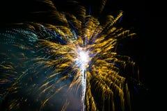 Fogo de artifício em Year& novo x27; véspera de s fotografia de stock