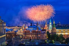 Fogo-de-artifício perto de Moscovo Kremlin Foto de Stock Royalty Free