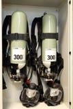 Fogo de bombeamento na facilidade, a base do óleo Exti industrial do fogo imagem de stock