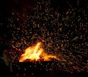 Fogo do BBQ com faíscas Imagens de Stock Royalty Free