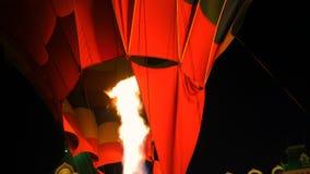 Fogo do queimador do jato de gás no balão de ar quente filme