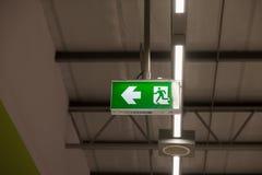 Fogo do sinal da luz da saída de emergência imagens de stock