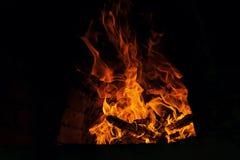 Fogo e chamas - burning de madeira Fotos de Stock