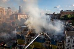 Fogo em uma casa de três andares em Kiev Fotografia de Stock Royalty Free