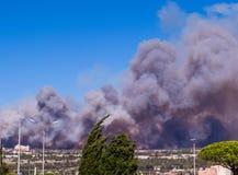 Fogo em Vitrolles, o 10 de agosto de 2016 Fotos de Stock Royalty Free