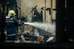 Fogo - extinguindo em Bulgária fotos de stock royalty free