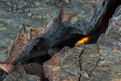 Fogo na quebra do campo de lava congelado no vulcão de Tolbachik, após a erupção em 2012, grupo de Klyuchevskaya de vulcões Fotografia de Stock