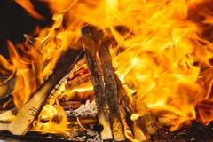 Fogo ou chama ardente de um assado imagens de stock royalty free