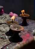 Fogo sagrado, velas em um templo budista Imagem de Stock