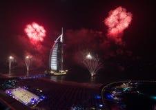 Fogos-de-artifício árabes 2016 da véspera de anos novos do al de Burj Imagem de Stock