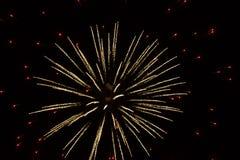 Fogos-de-artifício abstratos: Luzes vermelhas minúsculas que cercam Gl Imagens de Stock Royalty Free
