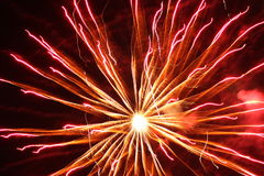 Fogos-de-artifício alaranjados brilhantes Fotografia de Stock